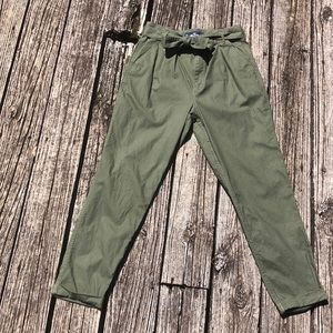 Army green Hollister cropped pants